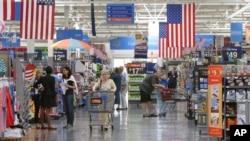 Un supercentro de Wal-Mart en Arkansas. La tienda minorista sigue apostando al internet.