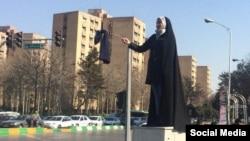 Une Iranienne protestant contre le hijab obligatoire.