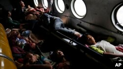 Các nạn nhân động đất Nepal được sơ tán bằng trực thăng của Ấn Độ tới thủ đô Kathmandu.