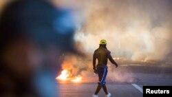 弗格森白人警員開槍打死黑人青年布朗事件在當地引發騷亂