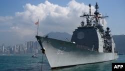 """美国""""钱斯勒斯维尔""""号导弹巡洋舰2018年11月21日在香港停靠"""