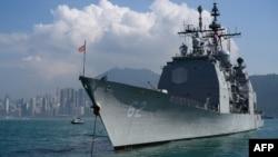 """美國""""錢斯勒斯維爾""""號導彈巡洋艦2018年11月21日訪問中國香港。"""