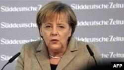 Thủ tướng Merkel tuyên bố Ðức và Ấn Ðộ đặt ra những mục tiêu to lớn, trong đó sẽ đưa trao đổi thương mại hai chiều lên 26 tỉ trước 2012