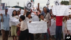Villagers in Kampong Speu protest against Phnom Penh Sugar Company for land grabbing.