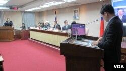 台灣立法院內政委員會3月21日質詢的情形 (美國之音張永泰拍攝)