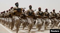 Des soldats marchent lors d'un entraînement à Hafar Al-Batin,en Arabie Saoudite, le 29 avril 2014.