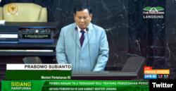 Prabowo Subianto dalam Rapat Paripurna DPR RI Ke-18 Masa Persidangan IV Tahun Sidang 2019 - 2020, Selasa, 14 Juli 2020. (Foto: Screenshot/Twitter @dpr_ri)