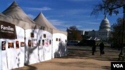 国会前移民权益活动人士在帐篷里绝食(美国之音 杨晨拍摄)