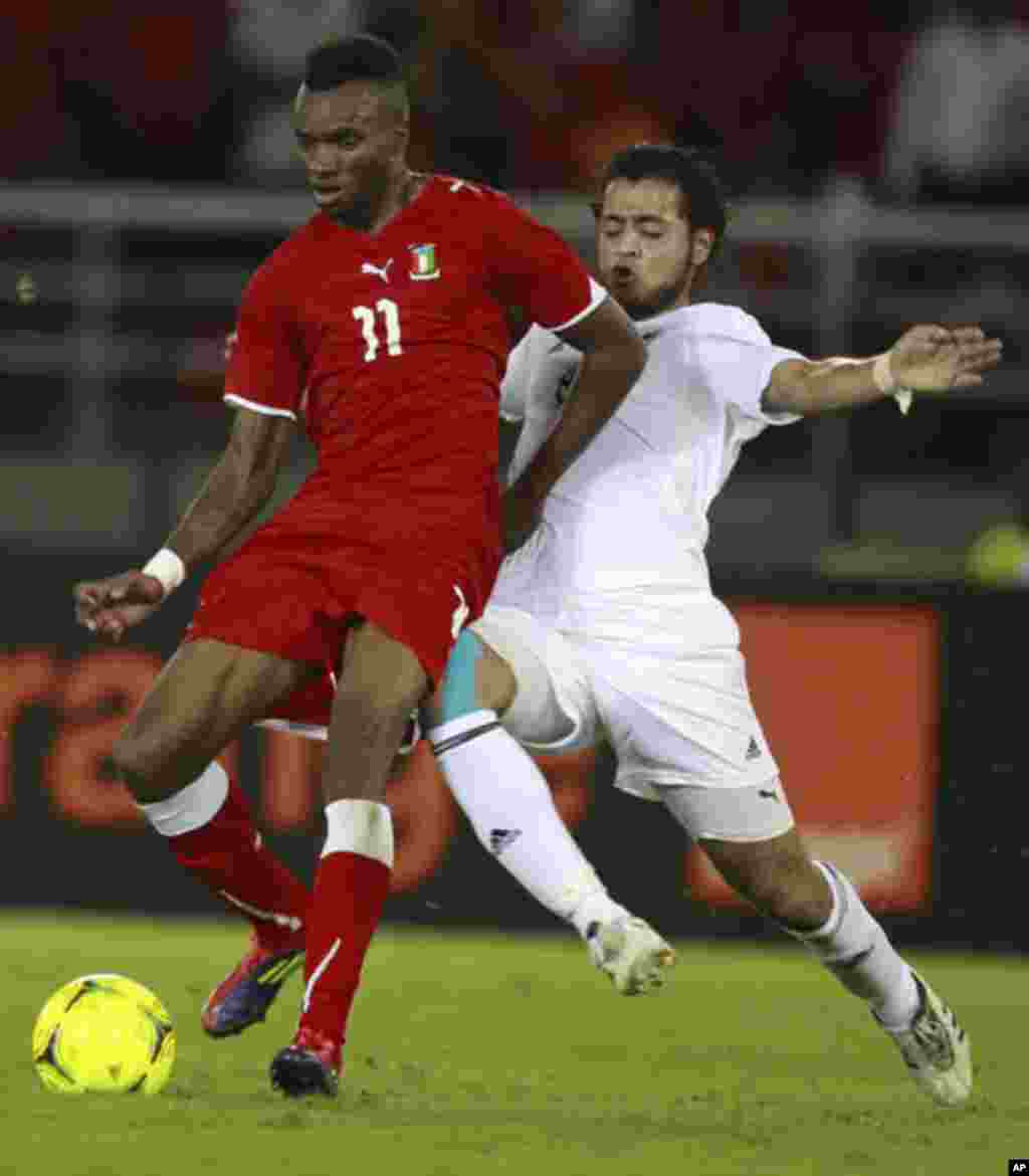 "Javier Balboa of Equatorial Guinea (L) challenges Abdallah Sharif of Libya during the opening match of the African Nations Cup soccer tournament in Estadio de Bata ""Bata Stadium"", in Bata January 21, 2012."