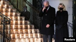 Rais Biden na mkewe Jill Biden wakiomboleza vifo vya wamarekani Laki tano kutokana na Corona
