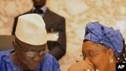 Le défunt président de la CENI, Ben Sekou Sylla, en conversation avec la présidente du Conseil national de transition, Rabiatou Sera Diallo, en juin dernier