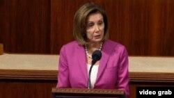 Ketua DPR AS, Nancy Pelosi berbicara di gedung Capitol hari Rabu (17/7).