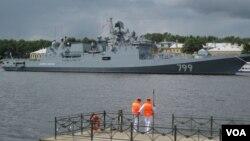 2017年夏季俄罗斯海军节期间停靠在圣彼得堡的俄海军军舰。