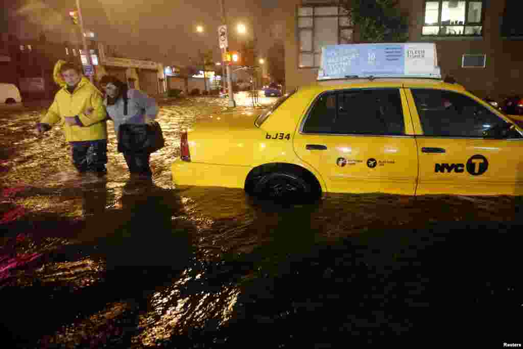 بروکلین سے لوگوں کی محفوظ مقامات کی جانب منتقلی