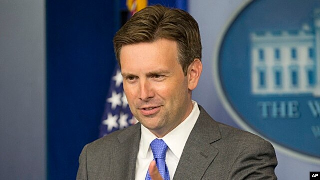 White House principal deputy press secretary Josh Earnest answers questions during his daily news briefing at the White House in Washington, Aug.,19, 2013.