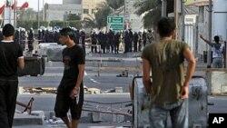 今年3月25号巴林防暴警察和军人对反政府抗议者采取武力