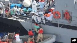 Di dân vượt Địa Trung Hải được tàu Mỹ cứu