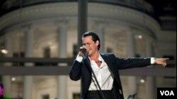 Marc Anthony se convirtió en el cantante hispano que más a recaudado en el American Airlines Arena.