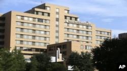 Ebola hastasının karantinada tutulduğu Dallas'taki Texas Presbitaryen Hastanesi
