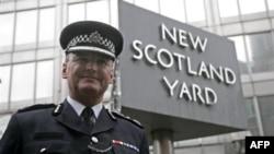 Šef londonske policije, ser Pol Stivenson, podneo je juče ostavku zbog skandala sa hakovanjem mobilnih telefona