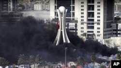 巴林示威中心地帶明珠廣場冒起濃煙