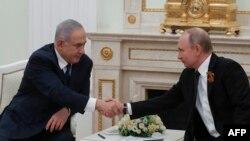 اسرائیلی وزیرِ اعظم نے بدھ کو ماسکو میں روسی صدر سے ملاقات کی۔ (فائل فوٹو)