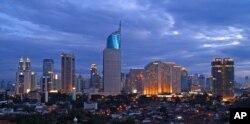 ພາບທີວທັດໃນຍາມຄໍ່າ ໃນນະຄອນ Jakarta, ເມືອງຫລວງ ຂອງອິນໂດເນເຊຍ.