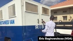 Imodoka ya RIB itwara abafungwa mu Rwanda