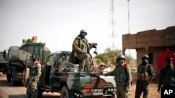 Binh sĩ Mali ở thị trấn Konna, cách thủ đô Barmako khoảng 680 kilomét về hướng bắc, ngày 26/1/2013.