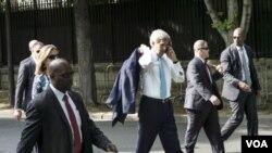 ລມຕ ຕ່າງປະເທດ ສະຫະລັດ ທ່ານ John Kerry ເດີນທາງໄປເຖິງ ສະຖານທູດ ສະຫະລັດ ທີ່ ຊາອຸດີ ອາເຣເບຍ