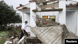 在哥斯達黎加地震中受損的一家教堂