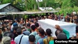 Prosesi pemakaman jenazah Adelina Sau, TKI perempuan asal provinsi NTT yang meninggal di Malaysia.