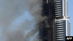 Gedung hotel Address Downtown yang terbakar pada malam tahun baru di Dubai (foto: dok).