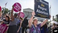 Los investigadores registraron grandes disminuciones en los abortos en estados considerados liberales, como California, pero también en los conservadores, como en Texas.