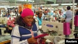 Fábrica de vestuário na África do Sul, o país mais industrializado da SADC.