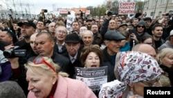 Ðám đông ước tính vào khoảng 15 ngàn người xuống đường biểu tình tại Moscow, ngày 6/5/2013.
