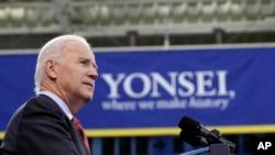 美国副总统拜登12月6日在首尔的延世大学发表 演讲