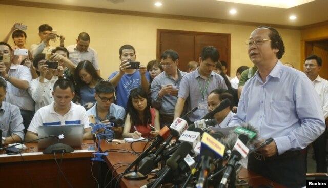 Thứ trưởng Bộ Tài Nguyên & Môi trường Võ Tuấn Nhân chủ trì cuộc họp báo ngày 27/4 công bố nguyên nhân vụ cá chết hàng loạt ở miền Trung.