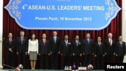 U.S. President Barack Obama (5th L) participates in a family photo with ASEAN leaders during the ASEAN Summit at the Peace Palace in Phnom Penh, November 19, 2012.