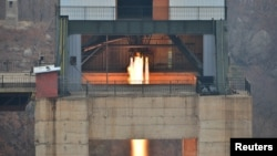 지난해 3월 북한이 서해위성발사장에서 실시한 신형 고출력 로켓엔진 지상분출시혐 장면을 공개했다. 북한은 최근 관련 시설을 해체 중이라고 미국과 한국 정부가 확인했다.