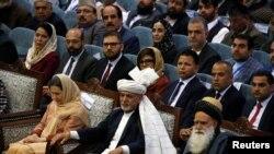کابل میں بلائے گئے لویہ جرگے کی افتتاحی تقریب میں صدر اشرف غنی اور دیگر شرکا