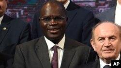 Khalifa Sall (2e à g.) lors de la Conférence sur le climat à Paris, France, le 4 décembre 2015.