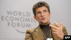Президент Швейцарської аосціації банків Патрік Одіє виступає на Всесвітньому економічному форумі.