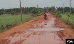 A local road leading to Angkor Chum district's Siem Reap province, on August 2, 2019. (Khan Sokummono/VOA Khmer)