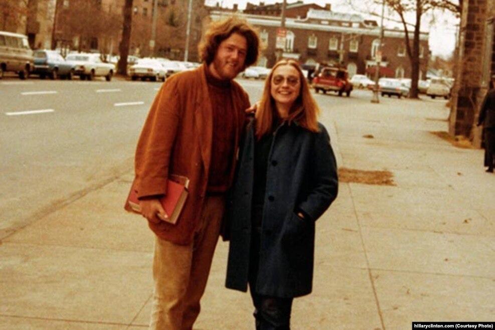 希拉里和比尔·克林顿相识于耶鲁大学,他们在1971年开始约会