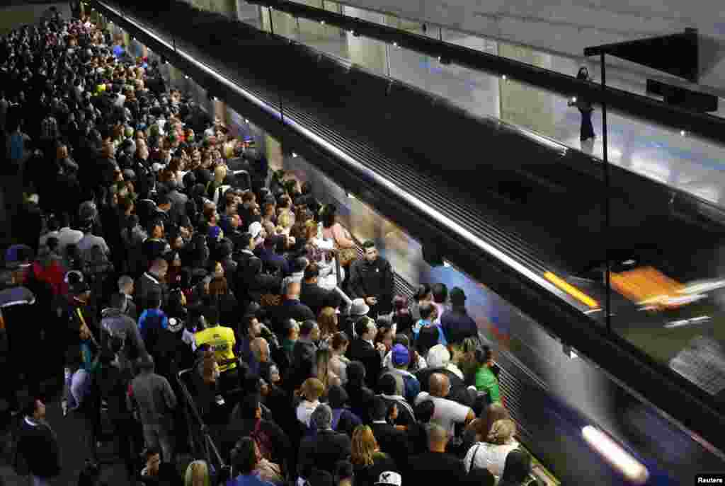 Commuters wait for the train at the Estacao da Se subway station in downtown Sao Paulo. Subway workers suspended a strike on Monday that crippled traffic in Brazil's largest city, but warned they could resume their walkout on Thursday, when Sao Paulo hosts the first game of the World Cup, June 10, 2014.