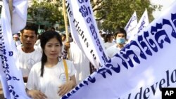 Cambodian human rights activists march to mark the International Human Rights Day in Phnom Penh, file photo.