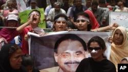 الطاف حسین په لندن کې اوسیږي، خو پاکستان کې زیات پلویان لري