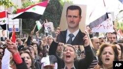 一批支持敘利亞總統阿薩德的示威者星期天在大馬士革進行抗議