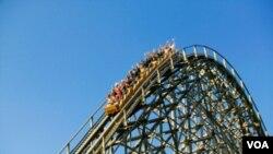 Pertikaian yang dipicu oleh larangan mangenakan penutup kepala apabila menaiki roller coaster, mengacaukan suasana perayaan lebaran di taman hiburan Westchester, New York (Selasa, 30/8).